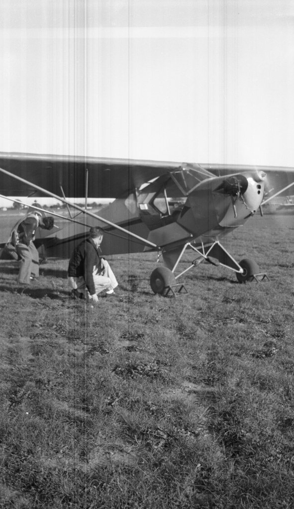 "Tony Riccio and an unknown person kneeling next to a running Tayler ""Cub"" J-2."